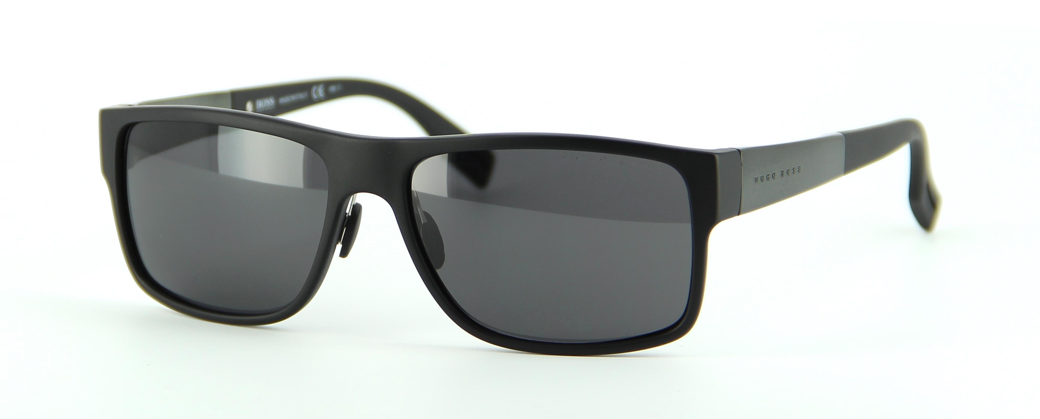 lunettes de soleil boss boss 0440 s 793y1 57 16 homme noire rectangle cercl e classique. Black Bedroom Furniture Sets. Home Design Ideas